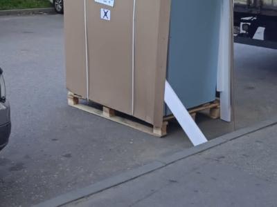 Разгрузка стеллажей и специализированного оборудования